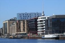 Moderne Uferfront im Berliner Osthafen